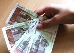 Бюджет Латвии сократят почти наполовину