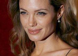 Анджелина Джоли возьмет в руки скальпель