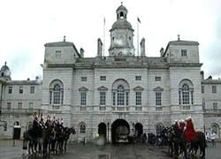 Охранников Елизаветы II поймали за пьянками во дворце