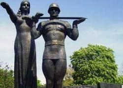 Националисты ликвидируют советские памятники в Харькове