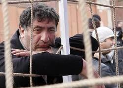 """Женщины с ножами разгромили \""""акцию клеток\"""" в Тбилиси"""