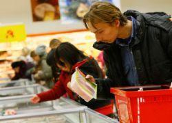 Половина россиян перешла на более дешевые продукты