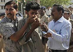 В Индии метнули ботинок в главу правительства