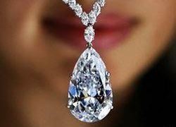 Редчайший голубой бриллиант продадут в Лондоне