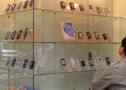 Продажи мобильных телефонов в мире упали почти на 10%