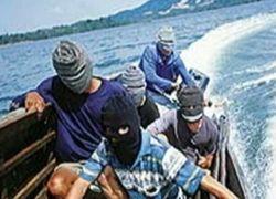 Российские моряки отбились от пиратов водяными пушками