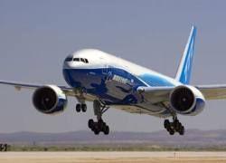 Boeing с горящим двигателем сел в Вашингтоне