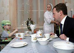Медведев начинает экономить