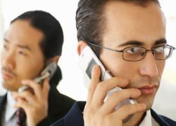Продажи мобильных телефонов во всем мире упали на 13%
