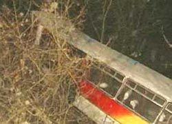 В Китае автобус рухнул в овраг: погибли шесть человек