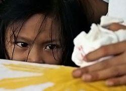 На Филлипинах жителей эвакуируют из-под ударов шторма