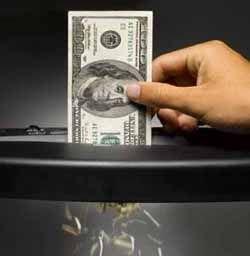 Деньги, которыми тушат кризис, ничего не изменят