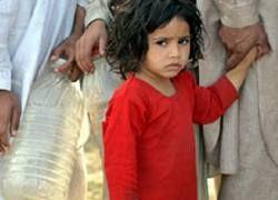 Тысячи пакистанцев спасаются от боев армии с талибами