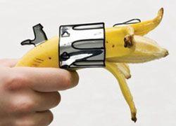 Подросток пошел грабить кафе с бананом наперевес