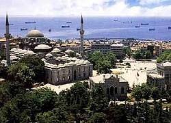 Неизвестные подожгли 5 мечетей в Стамбуле