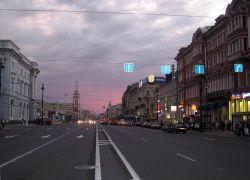 Невский проспект меняет бутики на забегаловки