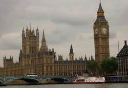 Двух британских лордов выгнали из парламента