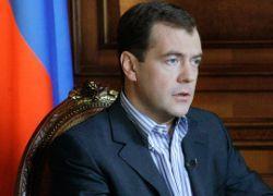 Медведев: коррупция в России должна стать неприличной