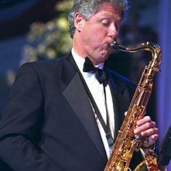 Шэрон Стоун продала саксофон Клинтона за €130 тысяч