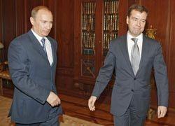 Медведева и Путина наградят за щедрость. Авансом