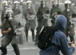 Греческие анархисты напали на полицейских