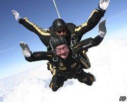 Буш-старший отметил свое 85-летие прыжком с парашютом