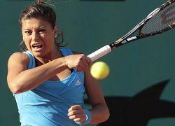 Англичане требуют заклеить теннисисткам рот пластырем