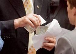 Антикризисные деньги идут на зарплату топ-менеджеров?