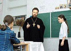 Патриарх просит ввести в школах основы православия
