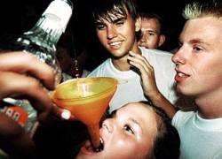 Молодежь России пить стала больше, а скрываться - лучше
