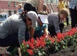 """Чиновники \""""хоронят\"""" бюджет Москвы в цветочных клумбах"""