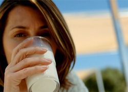 Почему утром нужно пить молоко
