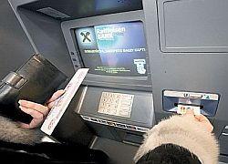 Банки защитят пластиковые карточки с помощью чипов