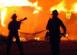 Корсику подожгли пожарные