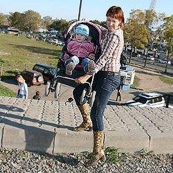 Тротуары в России кладут не для людей?