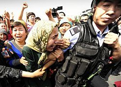 В китайских беспорядках пропали 10 тысяч человек