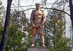 Вандалы осквернили памятник защитникам Родины