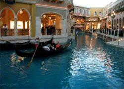 Мэр Венеции открыл охоту на туристов