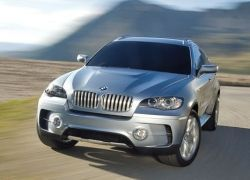 BMW представит два авто с гибридными двигателями