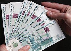 """Рубль упал ниже всех валют \""""Большой двадцатки\"""""""