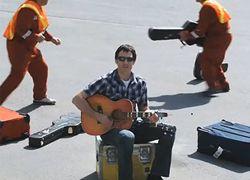 Как музыка помогает бороться с бюрократией