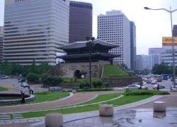 Полиция Южной Кореи берет штурмом автозавод