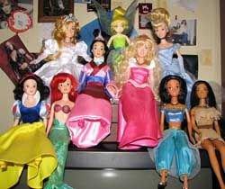 Игры в куклы могут снизить доход у девочек в будущем