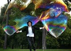 Показан самый большой в мире мыльный пузырь