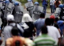 Сторонники президента Гондураса начали мирный марш
