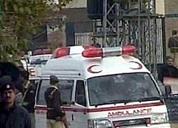 Автобус упал в реку в Пакистане, погибли 35 человек