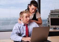 Интим на работе чаще всего провоцируют женщины