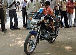 Индийский трехлетка получил водительские права