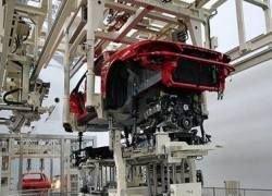 Производство легковых авто в РФ упало почти на 60%