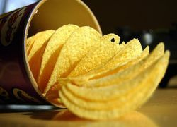 Пакетик чипсов равен 5 литрам подсолнечного масла